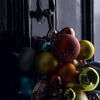 Christmas ornaments christmas decor ideas via belle vivir blog