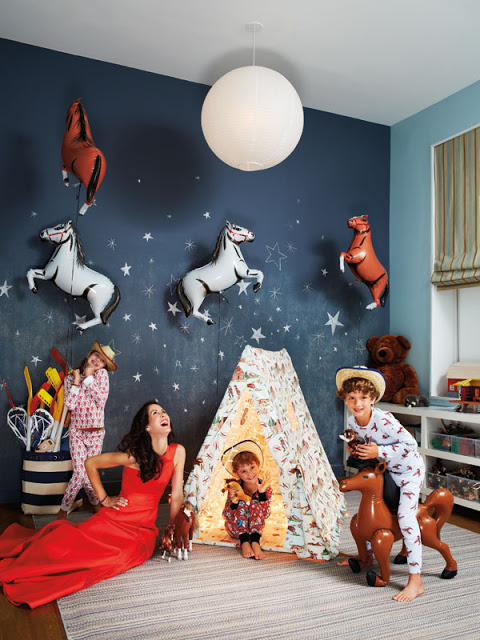 Patricia Herrera Lansing and her kids in her kids bedroom of New York city apartment via belle vivir blog