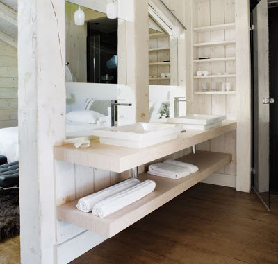 A Monochromatic Cabin in Megeve, bathroom