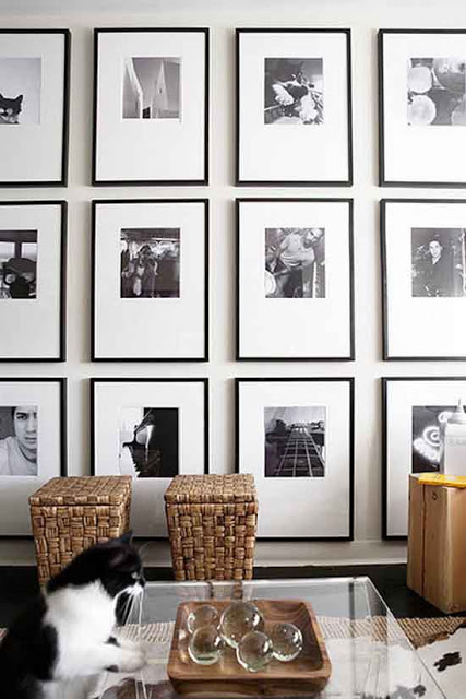 how to create the best gallery walls, black and white gallery wall via belle vivir blog