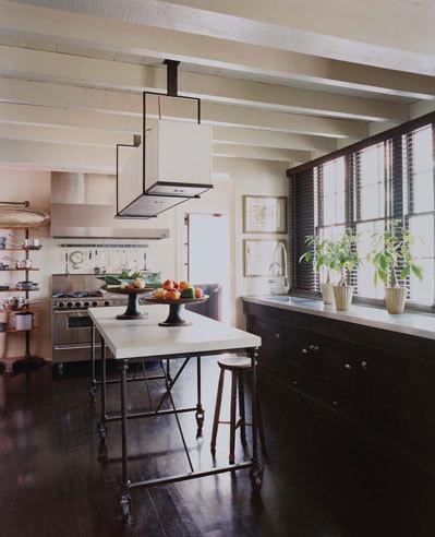 black kitchens via belle vivir blog, kitchens with black cabinets