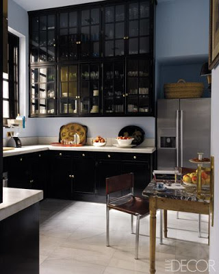 black kitchens via belle vivir blog kitchens with black cabinets and white counter tops