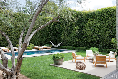 Jenni Kayne garden with swimming pool in California  via belle vivir