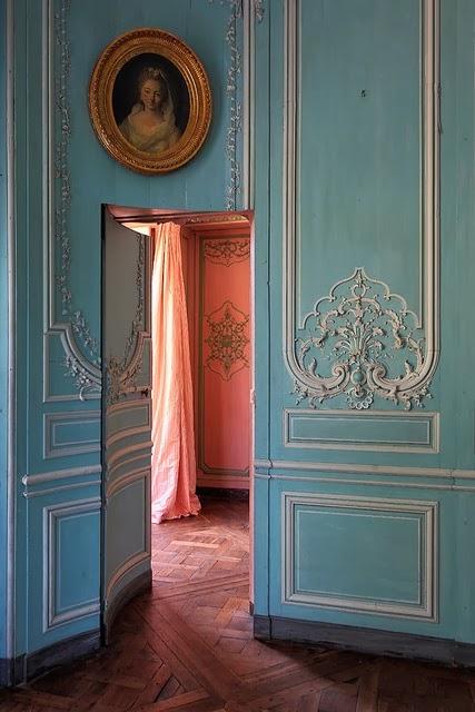 jib doors with boiserie via belle vivir blog & Jib doors: The Elegant Mystery of Hidden Doors |