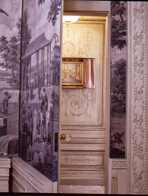 jib doors ideas with grisaille wallpaper via belle vivir blog