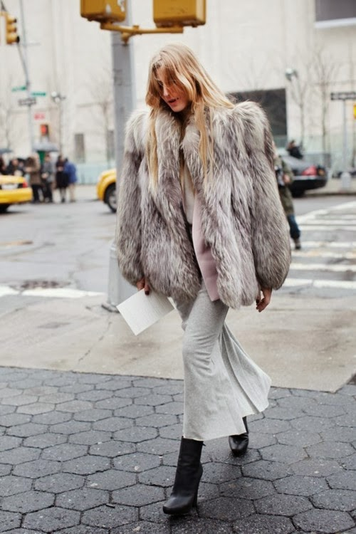 0230963f36c la-modella-mafia-model-off-duty-street-style -all-gray-everything-fur-inspired-by-kate-moss-1