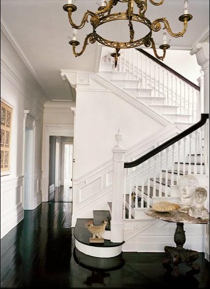 Michael Bruno at Home staircase Tuxedo Park via Belle vivir blog