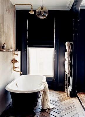 Jenna Lyons brooklyn Brownstone bathroom with freestanding black tub via belle vivir blog