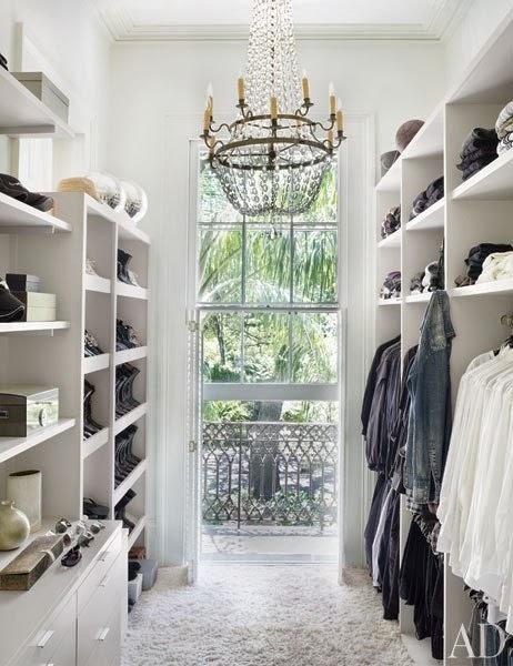 Interior Decotaror showcase black and white decor