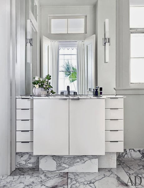 interior decor blog showcasing balck and white home decor ideas