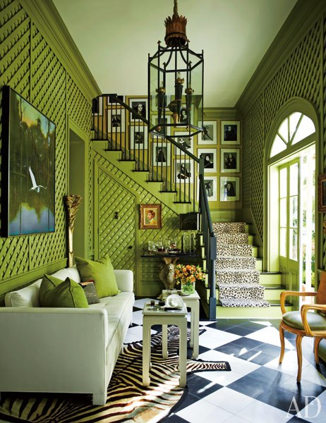 green trellis on wall and black and white floor