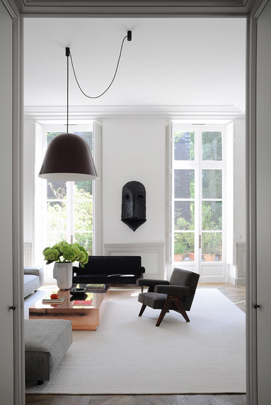 color black in Interiors, joseph dirand living room with black chair the use of black in interiors via belle vivir blog