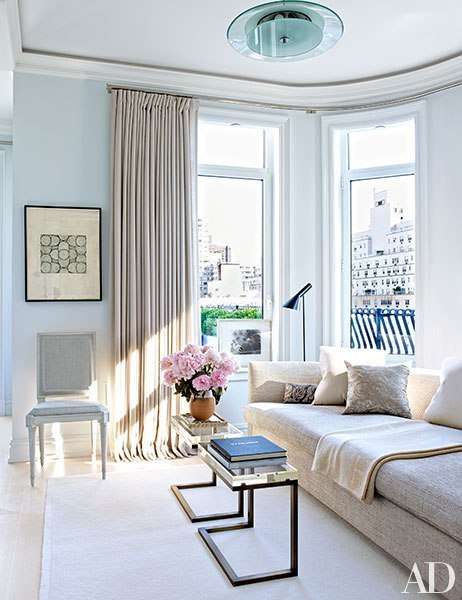 Interpreting Classic Style in Home Decor living room that is modern and classic at once