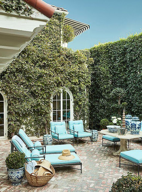 Mark D Sikes Outdoor patio design via belle vivir blog