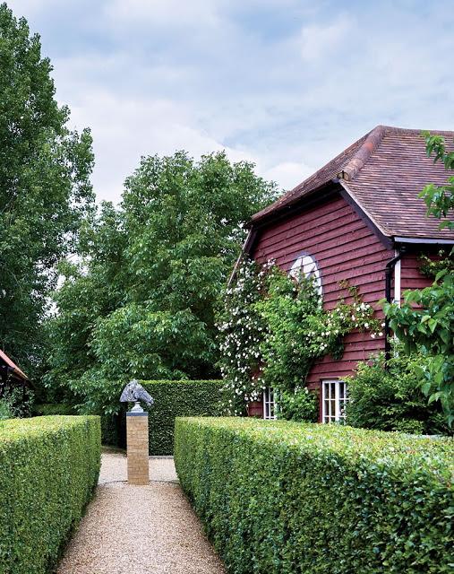 Caroline sieber london home-garden with gravel-belle vivir blog