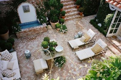 Mark D Sikes Outdoor patio design fountain
