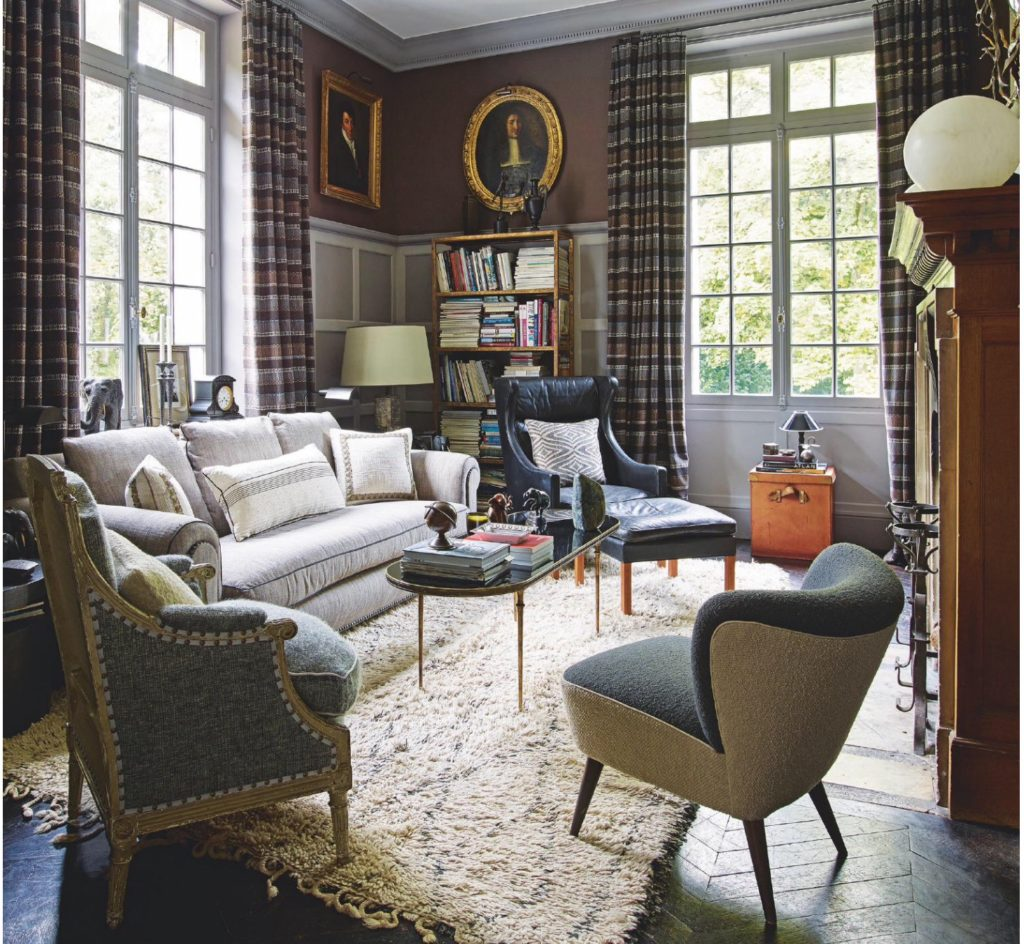 Jean Louis Denoit's Chateau in Chantilly living room via blle vivir blog