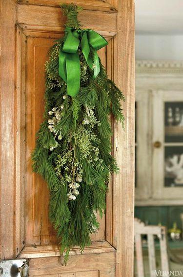country christmas decorating ideas via belle vivir