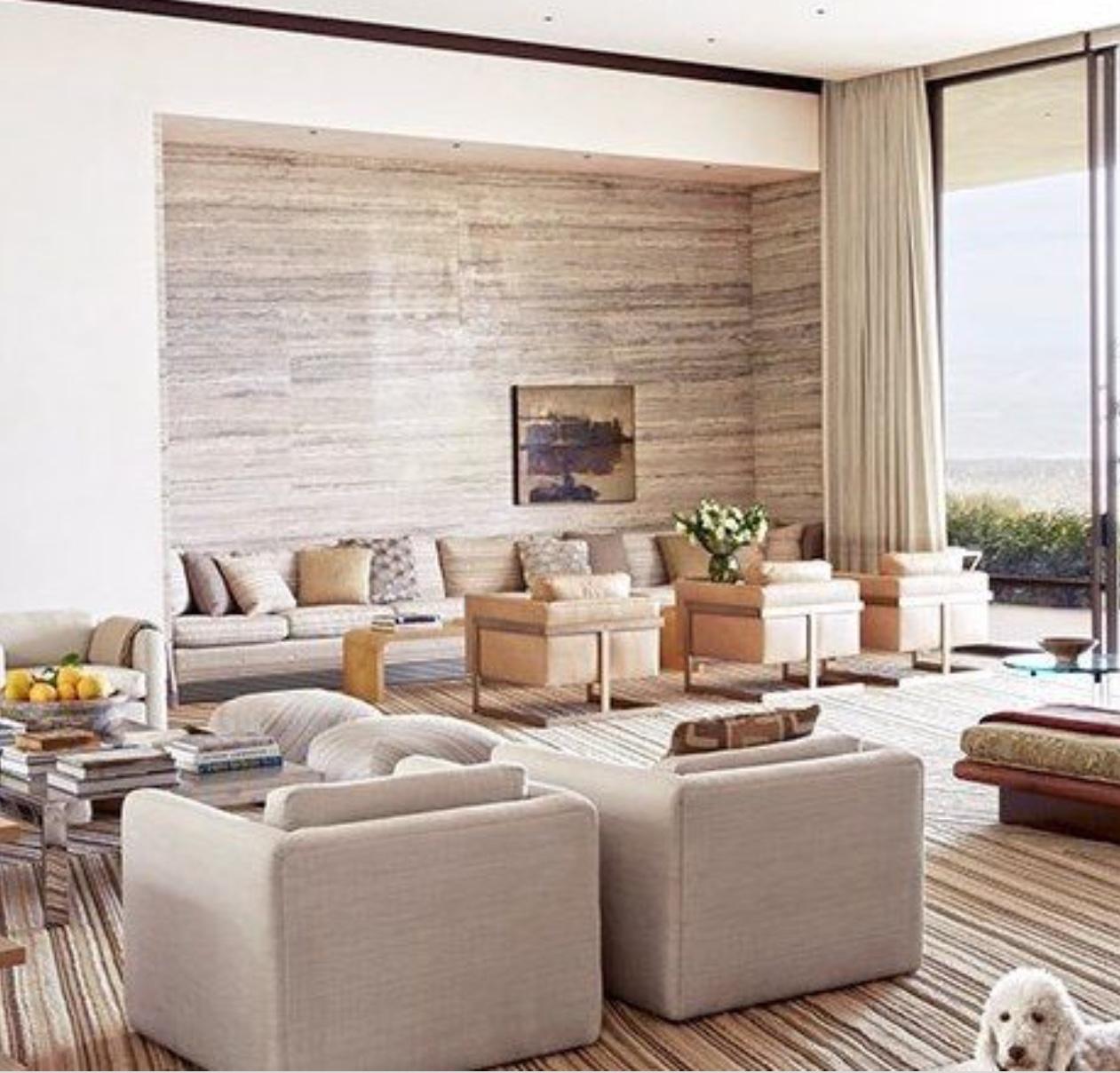 palm springs style via michael s smith living room with travertine walls belle vivir - Michael S Smith Interior Designer